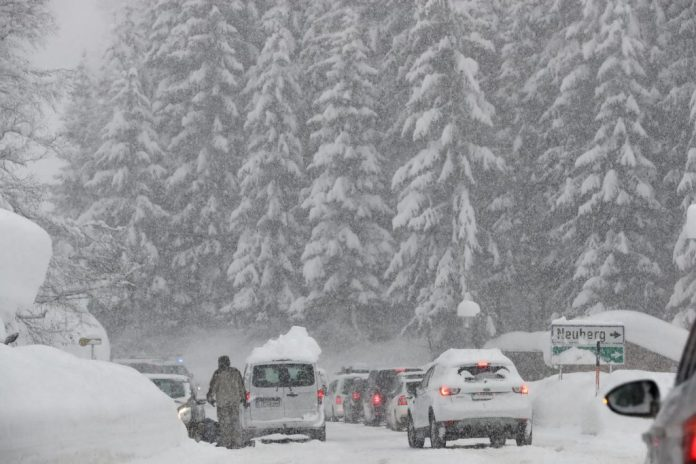 Pao prvi sneg